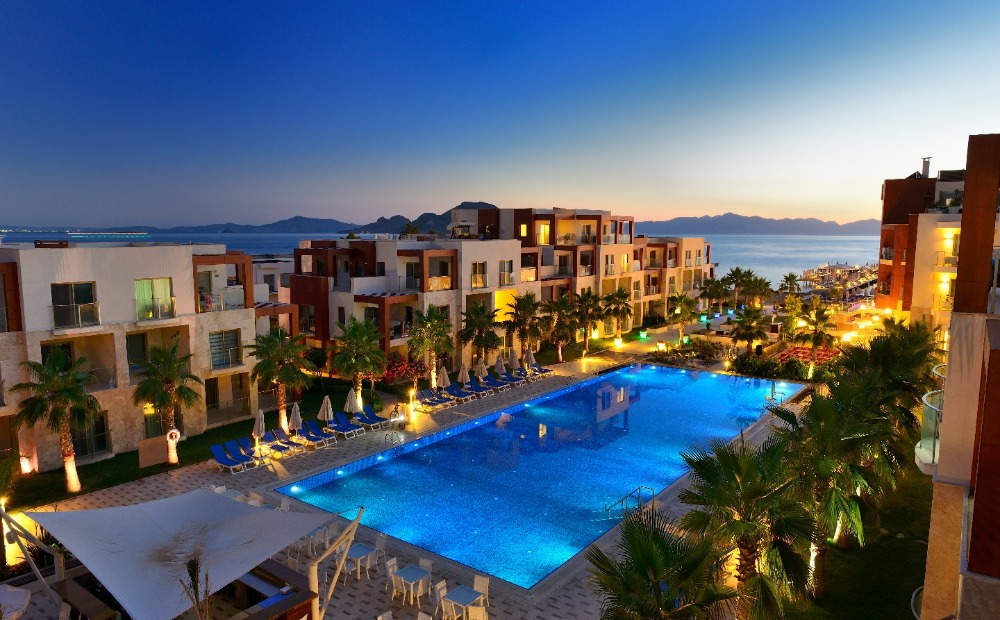 APARTMENTS IN WATERFRONT COMPLEX IN BODRUM